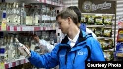 Несмотря на снижение легального производства алкоголя, его потребление в России не падает