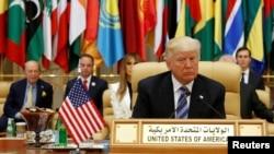 აშშ-ის პრეზიდენტი დონალდ ტრამპი ისლამური ქვეყნებისა და აშშ-ის სამიტზე საუდის არაბეთში.
