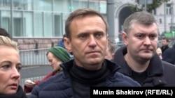 Российский оппозиционный политик Алексей Навальный (в центре), глава Фонда борьбы с коррупцией.