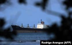 Северокорейское судно с грузом кубинского оружия у берегов Панамы 27 ноября 2013 г.