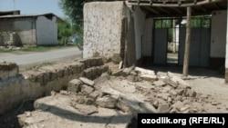 Зілзаладан қираған үйлердің бірі. Өзбекстан. Ферғана облысы. 20 шілде 2011 жыл.