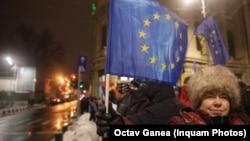Protestatară la București în seara în care România a preluat președinția rotativă a Consiliului UE. 10 ianuarie 2019