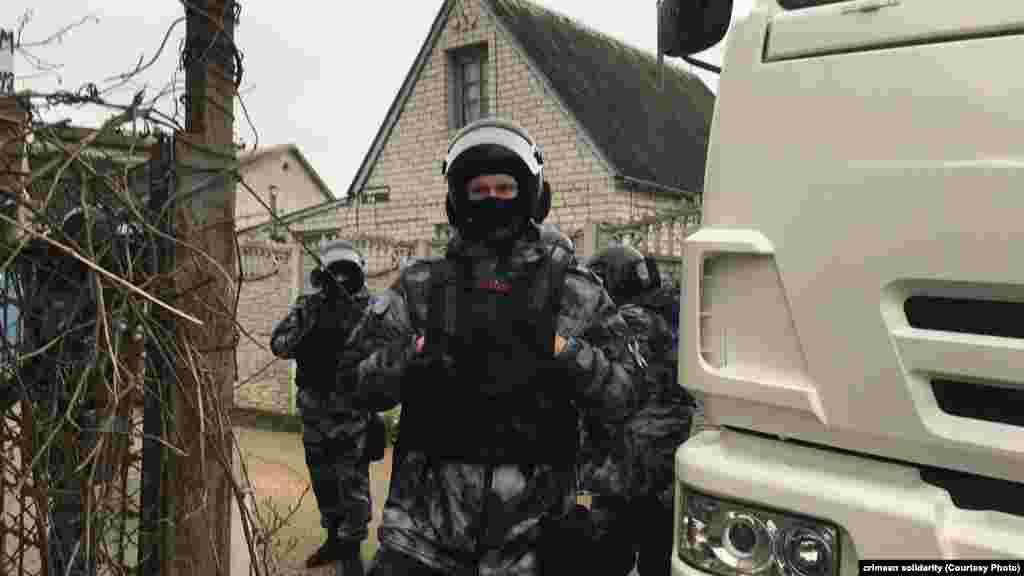 Російські силовики обшукали 25 будинків, у яких живуть активісти «Кримської солідарності», громадські активісти, журналісти і блогери