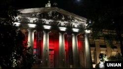 Будівля Національного художнього музею України в нічний час (архівне фото)