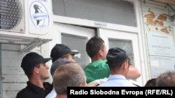 Насилните протести пред општината Центар