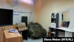 Паналау орнында әйелдерге жаңа мамандық үйрету үшін әлеуметтік шаштараз ашылған. Теміртау, 14 сәуір 2014 жыл.