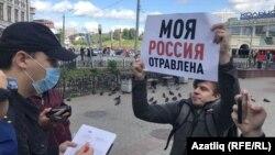 Алексей Бояров на акции в поддержку Навального после отравления политика в августе 2021 года