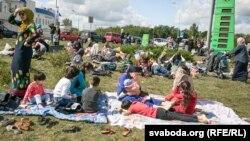 Чеченские мигранты в Беларуси недалеко от польской границы