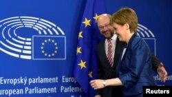 Şotlandiyanın birinci naziri Nicola Sturgeon və Avropa Parlamentinin başçısı Martin Schulz
