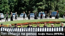 Jedan od performansa Žena u crnom u znak sećanja na žrtve genocida u Srebrenici, juli 2015.