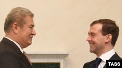 Preșdinții Dmitry Medvedev și Vladimir Voronin la St. Petersburg