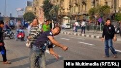 متظاهرون معارضون لحكومة المجلس العسكري في ميدان التحرير بالقاهرة