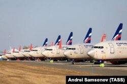 Самолеты на стоянке в аэропорту Красноярска