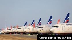 Самолеты в аэропорту Красноярск во время пандемии коронавируса COVID-19
