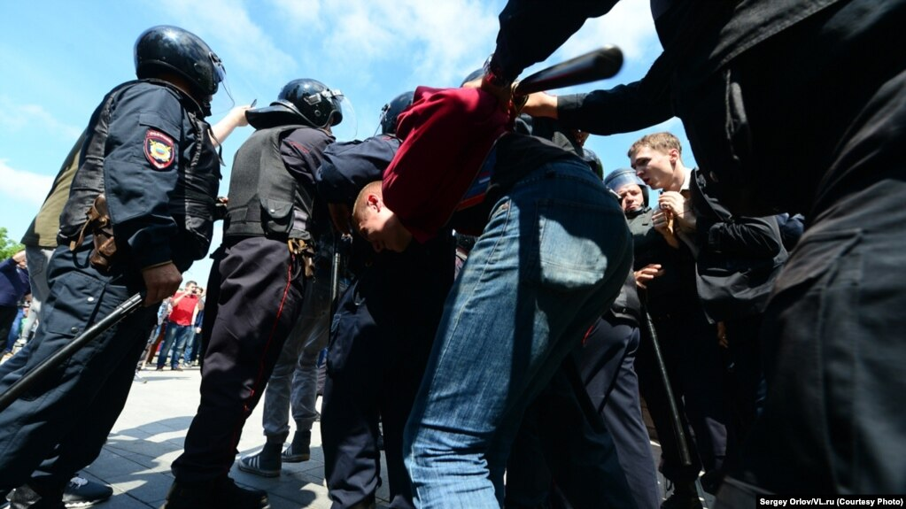 Riot police detain a man during an anticorruption protest in Vladivostok on June 12.
