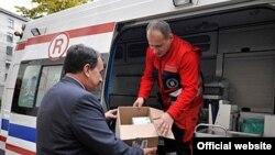 Перший вантаж гуманітарної допомоги для України відправено у суботу з Кракова. На фото машина медичної швидкої допомоги готова до від'їзду до Львова.
