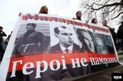 Активісти від білоруської опозиції святкують неофіційний День Свободи в Мінську, 25 березня 2014 року