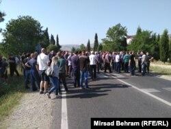 Radnici Aluminija odlučili su se na protestno okupljanje na magistralnom putu