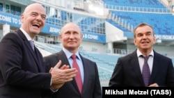 Лицом к событию. Хорошие иностранцы Владимира Путина