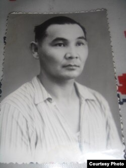Ахметбек Нұрмановтың Колымада айдауда жүрген кезі. 1954 жыл. Сурет отбасылық мұрағаттан алынды.