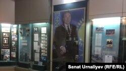 Экспозиции, посвященные президенту Казахстана Назарбаеву в областном краеведческом музее. Уральск, 6 июня 2018 года.