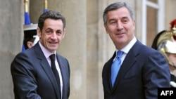 Премьер-министр Черногории Мило Джуканович (справа) с президентом Франции Николя Саркози