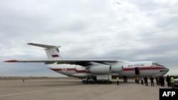 هواپیمای روسی حامل کمکهای انساندوستانه در فرودگاه بغداد. ۲۱ اکتبر ۲۰۱۴