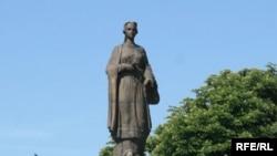 Пам'ятник Роксолані в Рогатині. Скульптор Роман Романович