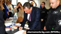 Николай Димитров подписва клетвения си лист