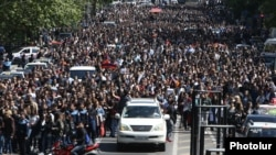 Armenia - Thousands of people continue to demonstrate in Yerevan, 23 April 2018.