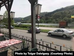 Вид на набережную Мозеля из кафе Омира Озкалпа.