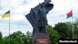 Ілюстративне фото: центр Тернополя, пам'ятник провіднику ОУН Степану Бандері