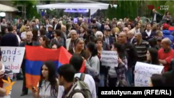 Armenia -- Protest action in Yerevan in support of Nagorno-Karabakh, 21Apr2016