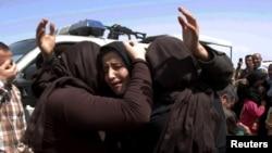 """Женщины-езидки, спасшиеся от рабства и смерти от рук боевиков группировки """"Исламское государство"""". Ирак, весна 2015 года"""
