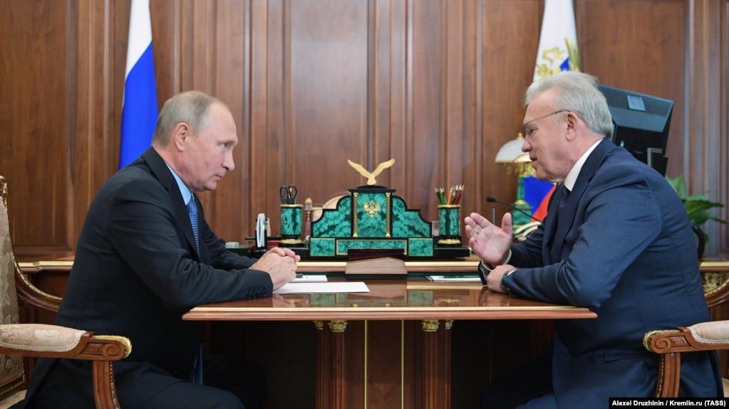 Президент РФ Владимир Путин и губернатор Красноярского края Александр Усс