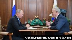 Губернатор Красноярского края Александр Усс на встрече с президентом России Владимиром Путиным