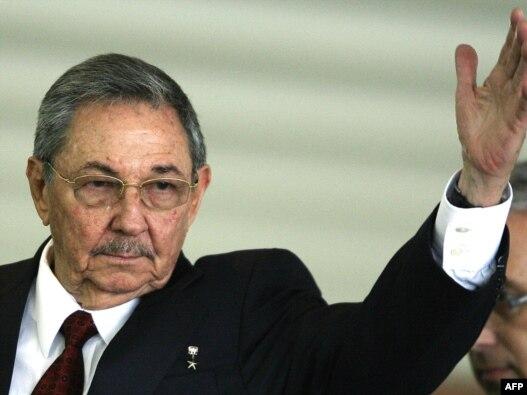 رائول کاسترو ۷۹ ساله همراه با برادرش، فيدل، در مجموع ۵۲ سال بر کوبا حکومت کرده اند.