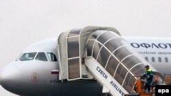 Вместе с виновником экстренной посадки аэробуса в Праге летела семья из девяти человек