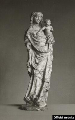 Madonna cu Copilul, Franconia (Würzburg?), sfîrșitul sec. 14 (Sculptură restituită; anterior în colecția Liebieghaus (Photo: Liebieghaus Skulpturensammlung)
