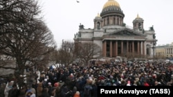 People surround St. Isaac's Cathedral on February 12 amid competing protests over transferring the famed St. Petersburg landmark to the Russian Orthodox Church.