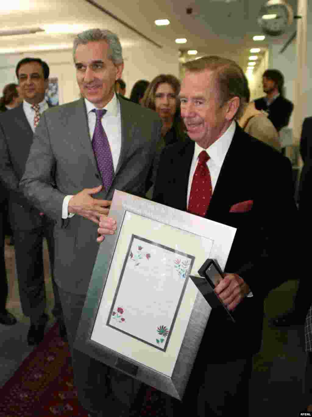 President Havel was presented with a letter from a listener in Afghanistan, one of hundreds received on a regular basis.