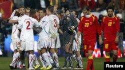 Сборная Чехии (в белой форме) победила команду Черногории. 15 ноября 2011 г