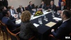 Архивска фотографија - Координативен состанок на државно-политичкиот врв за предлозите за решавање на проблемот за името со Грција