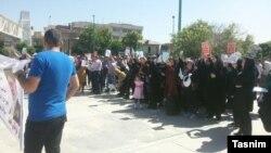تجمع در برابر مجلس شورای اسلامی
