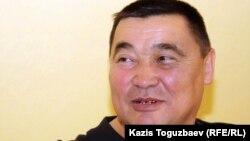 """Осужденный бывший главный редактор независимой газеты """"Алма-Ата Инфо"""" Рамазан Есергепов в своем доме. Алматы, 24 сентября 2011 года."""