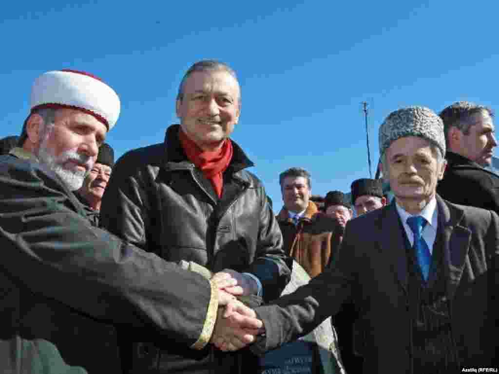 Эмирали Аблаев (с), Василий Джарты һәм Мостафа Җәмилев (у)