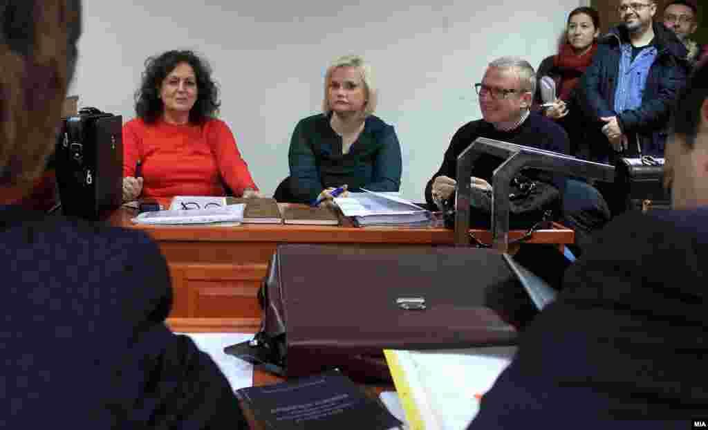 МАКЕДОНИЈА - Судот ги ослободи од вина Драган Павловиќ Латас и неговите браќа Срѓан и Звездан, кои беа обвинети за бесправна градба во случајот Тревник на СЈО. СЈО поднесе жалба на одлуката.