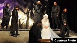 Театарската претстава Хасанагиница на Штипскиот театар.