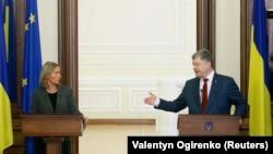 Федеріка Моґеріні та Петро Порошенко в Києві, 12 березня 2018 року