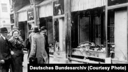 1938-ci il noyabrın 10-u. Maqdeburqda dağıdılmış yəhudi mağazaları